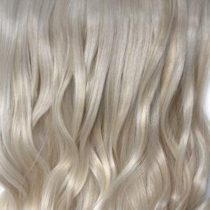 Parochňa polovičná – kučeravé vlasy.Platina