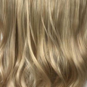 Parochňa polovičná – kučeravé vlasy. Zlatý blond